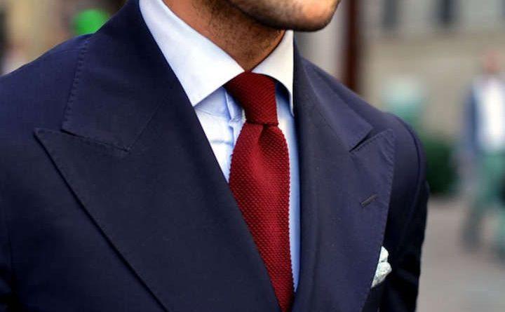 Corbata burdeo