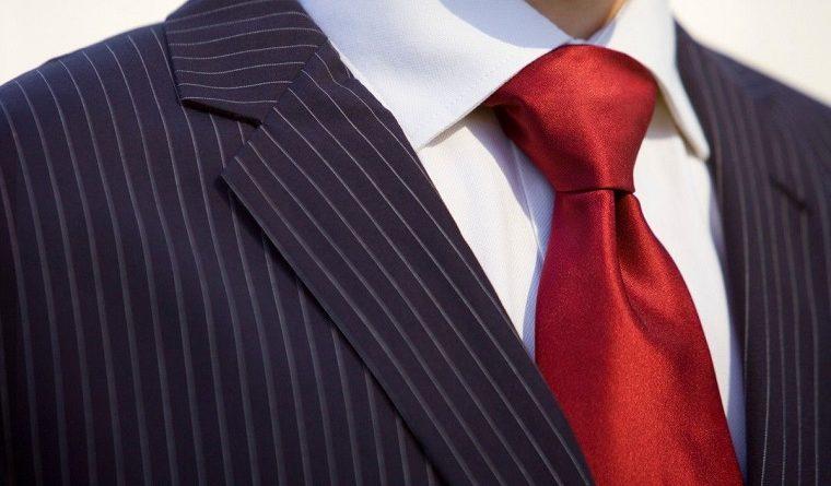 cómo hacer el nudo de corbata windsor